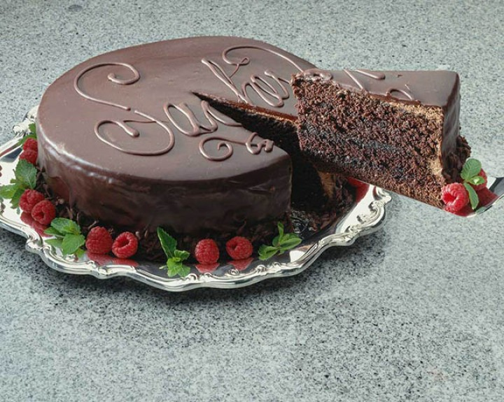 Pamper your loved ones with delicious cake and cookies